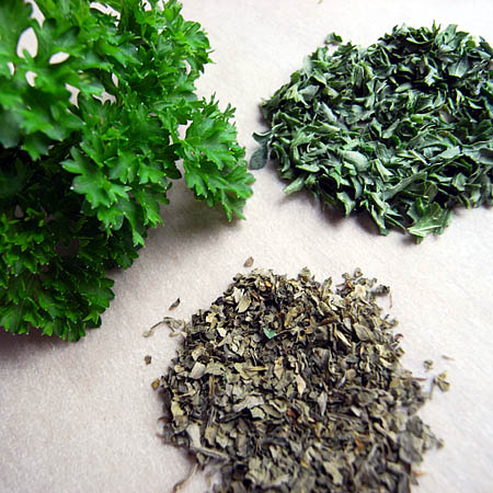 parsley-fresh-dried.jpg